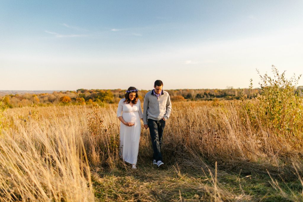 maternity session in a field